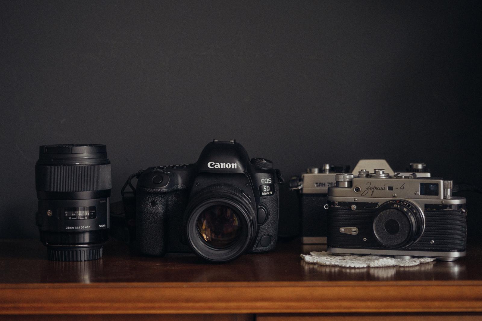 Verschiedene Kameras und Objektive